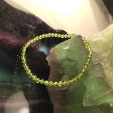 Bracelet pierre péridot facettée