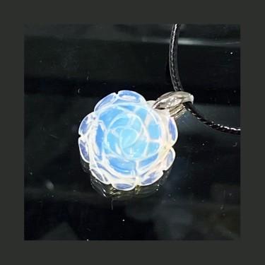 Collier pendentif  opaline sur cordon noir
