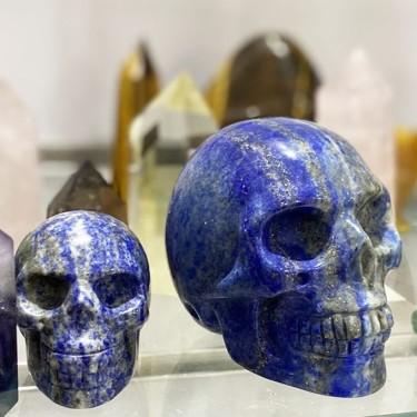 tête de mort objet décoratif en lapis lazulis
