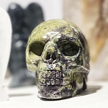 Tête de mort objet décoratif en jaspe