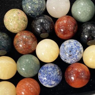 Boules en pierres naturelles